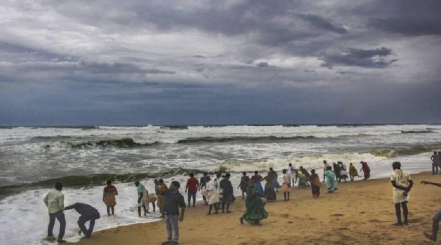 તારાજી વેરી નબળું પડી બાંગ્લાદેશ તરફ ફંટાયું ફેની વાવાઝોડું, ઓડીશામાં 10નાં મોત