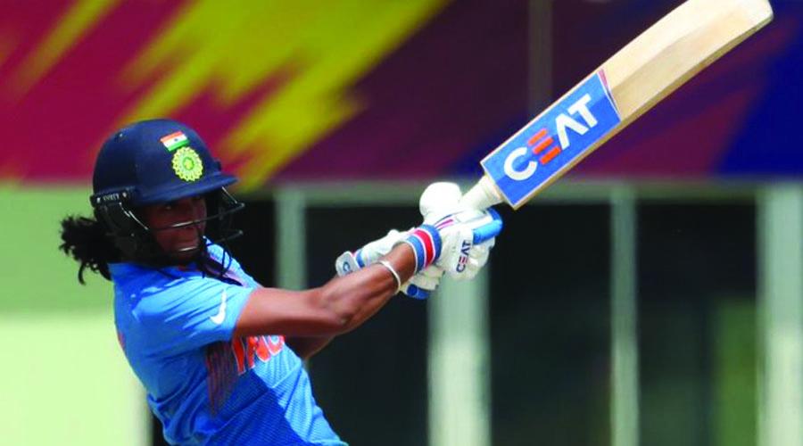 મહિલા ત્રિકોણીય ટી-20 સીરિઝ : હરમનપ્રીત કૌરે ધોનીવાળી કરી ભારતને ઇંગ્લેન્ડ સામે જીતાડ્યું