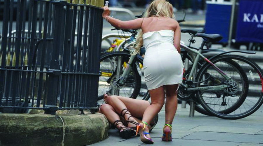 લંડનમાં પબ ખુલતા પિદ્ધડોએ મચાવી ધમાલ, પોલીસે બળપ્રયોગ કરવો પડ્યો
