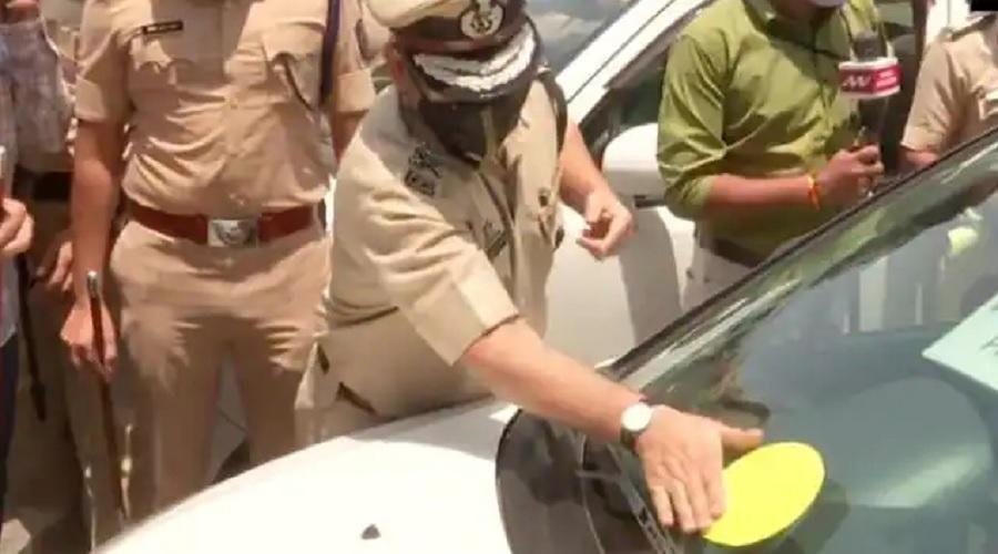 મુંબઈ પોલીસે રેડ, ગ્રીન અને યલો પાસ જારી કર્યો, જાણો શું છે આ કાર્ડનો મતલબ…